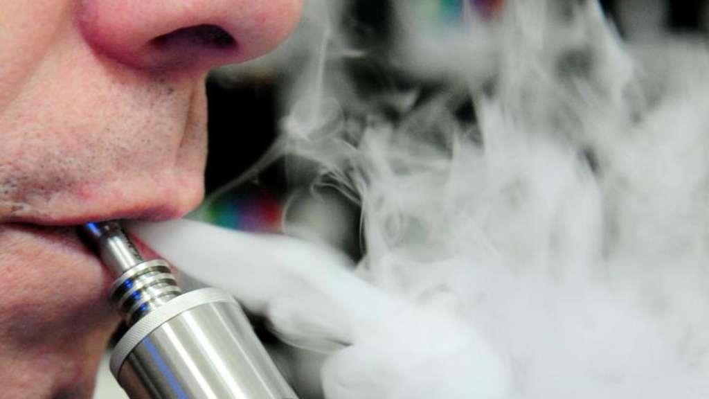 Gesundheit - US-Behörde: Jetzt zwölf Todesfälle durch E-Zigaretten