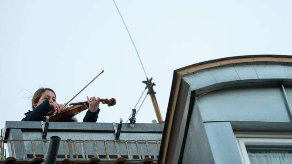 Musik verbindet Eine Bratschistin in Stuttgart