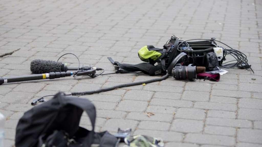 Überfall am 1. Mai: Polizei sucht Angreifer auf ZDF-Team