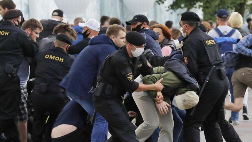 Nach Ausschluss von Opposition: Belarus: 300 Festnahmen bei Protesten gegen Präsidentenwahl - Politik