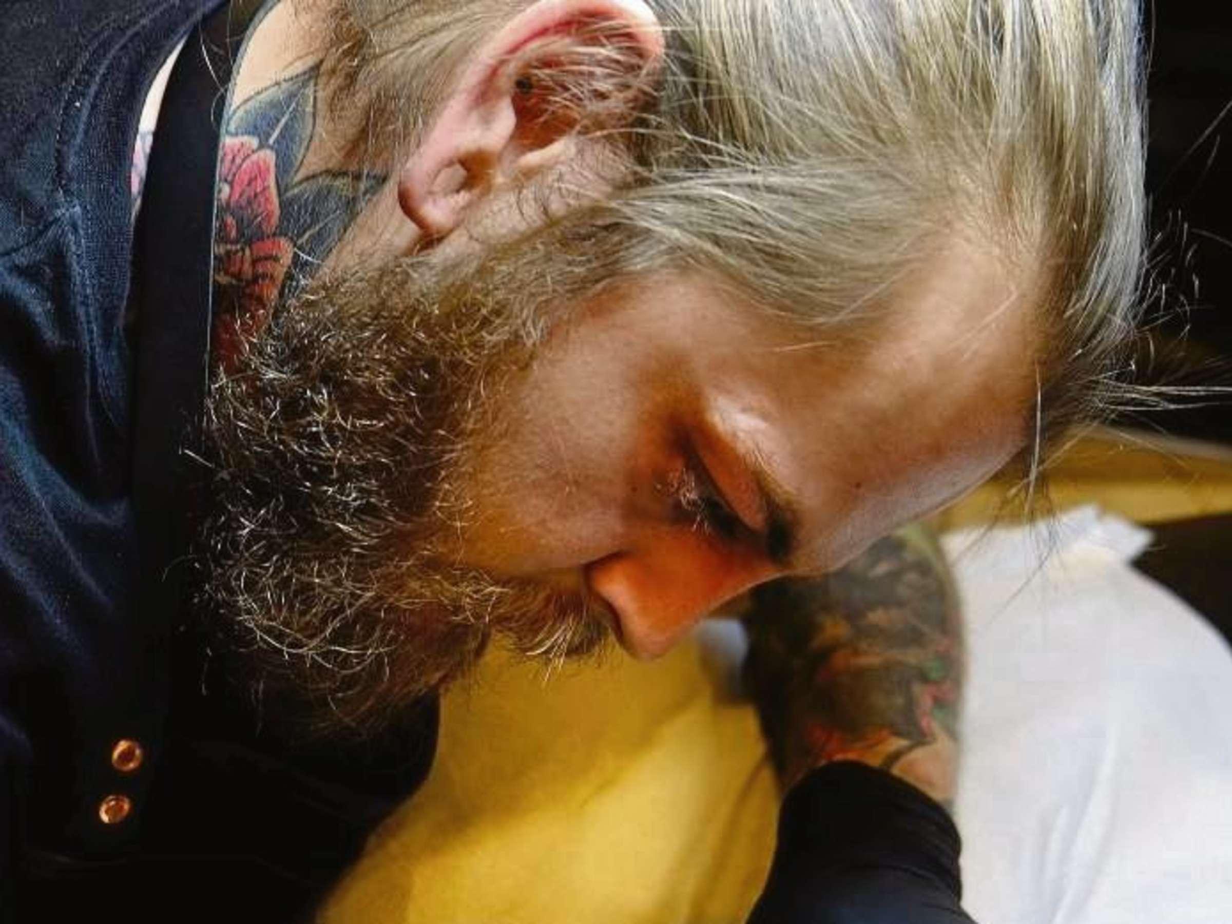 Frau pusteblume unterarm tattoo Pusteblume (Löwenzahn)