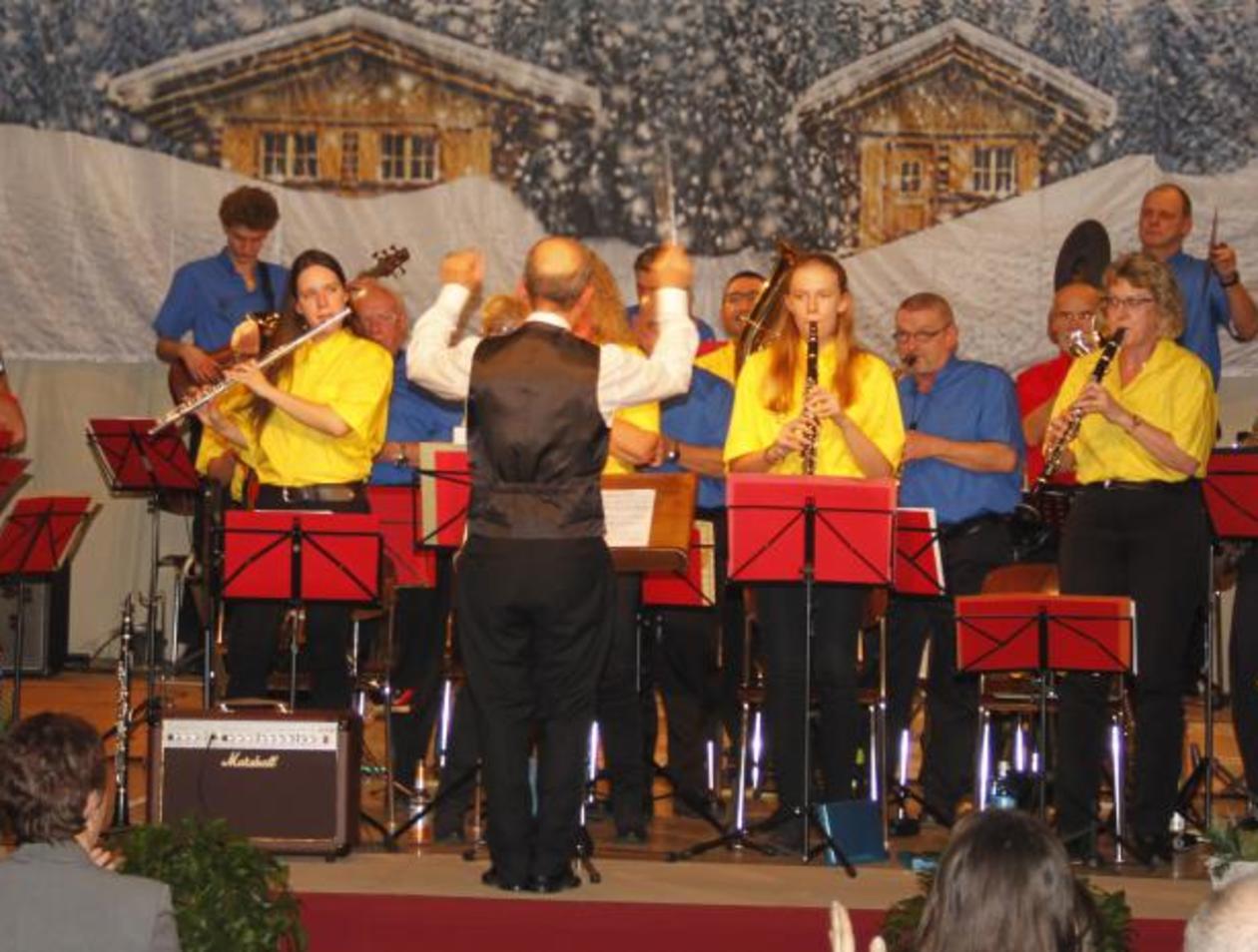 Weihnachtslieder Blasorchester.Blasorchester Büdesheim Präsentiert Weihnachtslieder Potpourri
