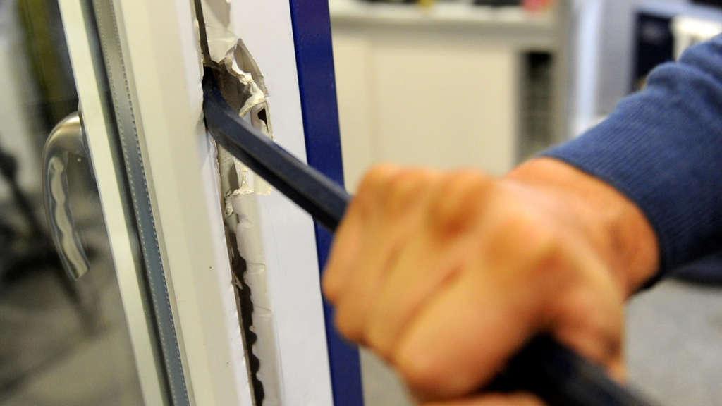 Familie Uberrascht Mehrere Einbrecher Im Haus Blaulicht
