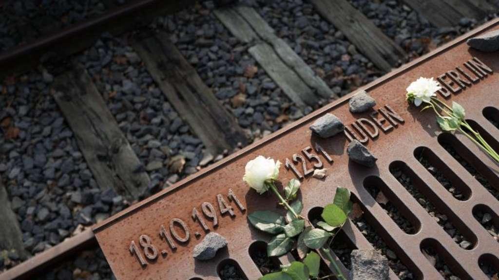 Holocaust Gedenktag Merkel Mahnt Zu Neuer Erinnerungskultur Politik