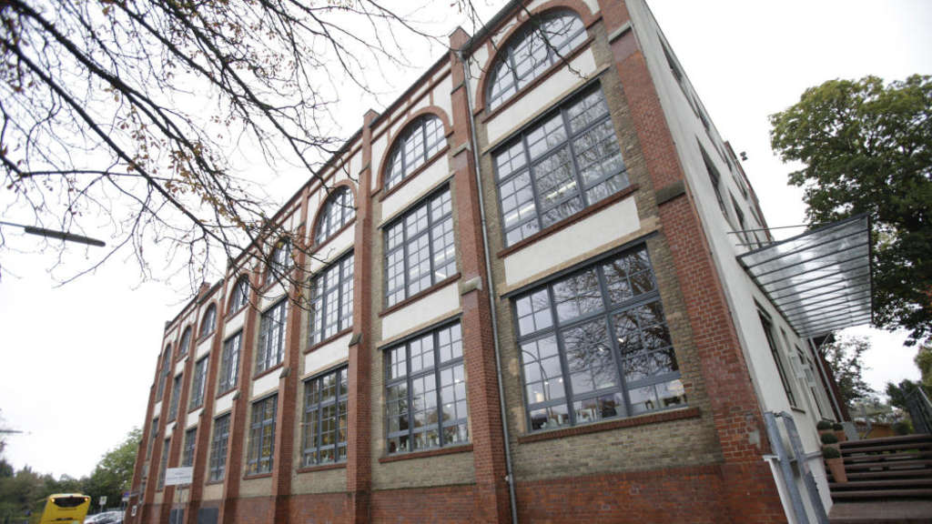 38030e108e45a3 In dem Backsteingebäude hat seit 1996 die Höchster Porzellan-Manufaktur  ihren Sitz. Architektur-