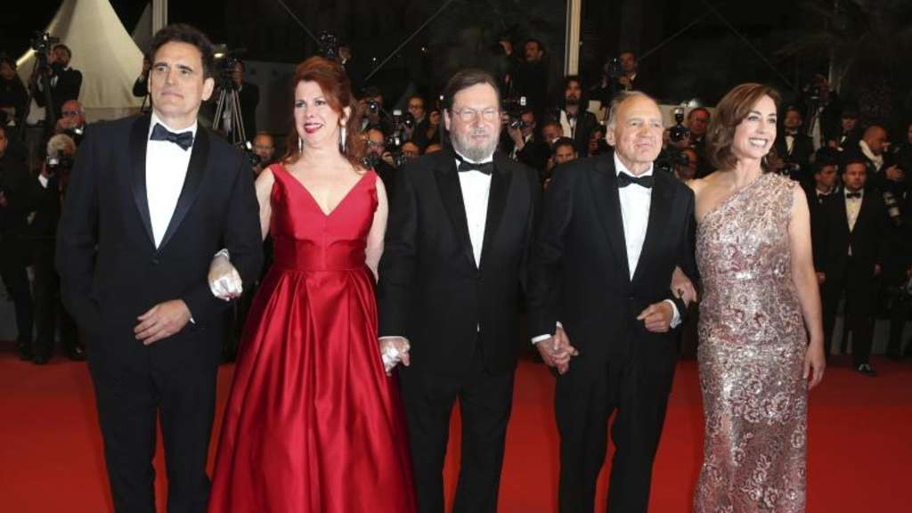 "Matt Dillon (l-r), Siobhan Fallon Hogan, Lars von Trier, Bruno Ganz und Sofie Grabol bei der Premiere des Films ""The House That Jack Built"" in Cannes."