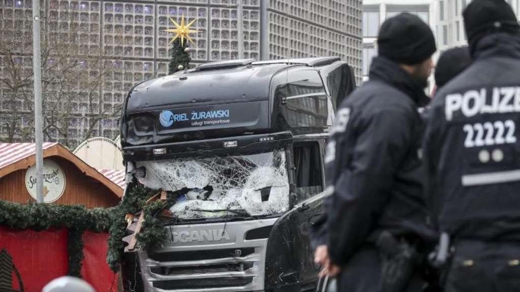Weihnachtsmarkt Berlin Offen.Verfassungsschutz Lässt Nach Terroanschlag Auf Berliner