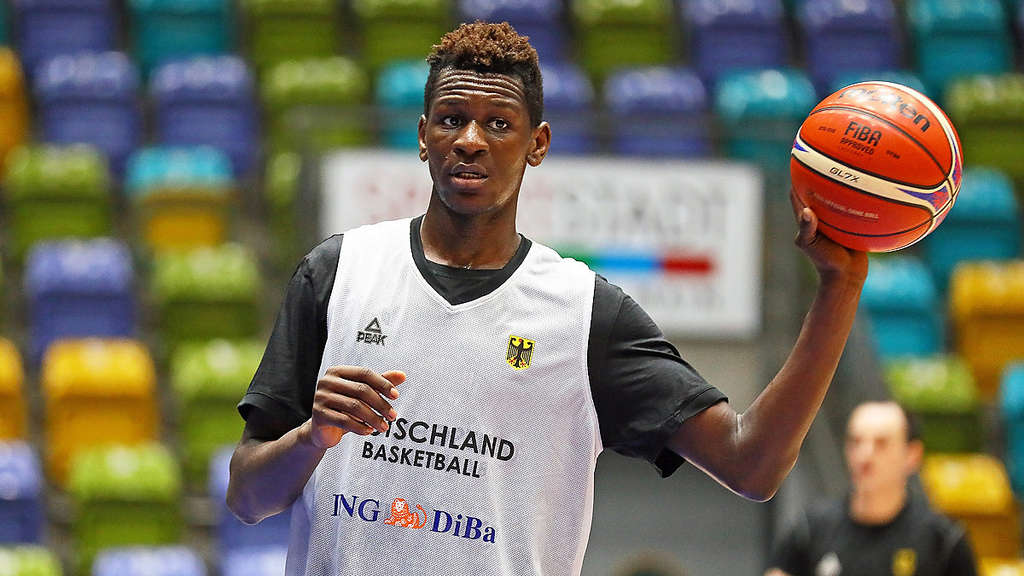 Isaac Bonga von Los Angeles Lakers gedraftet