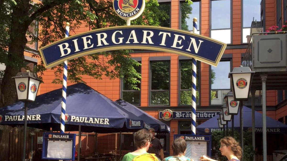 Der Paulaner-Biergarten in der Fußgängerzone lohnt einen