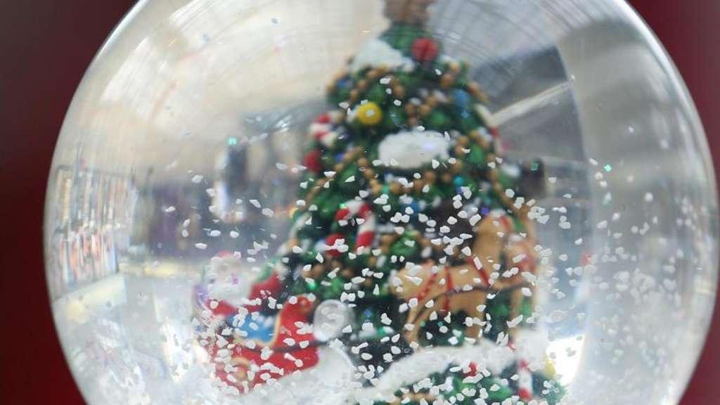 Verkauf von Weihnachts-Deko startet   Frankfurt
