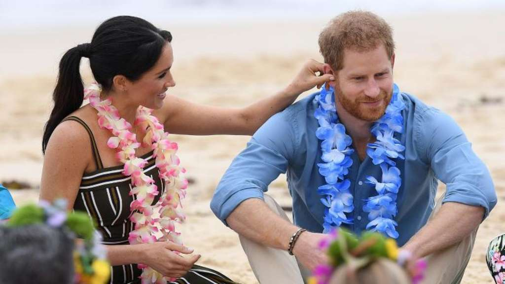 Harry und Meghan relaxt am Bondi Beach.