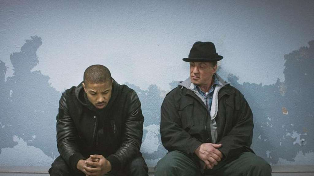 "Michael B. Jordan (l) als Adonis Johnson und Sylvester Stallone als Rocky Balboa in ""Creed - Rocky&#39s Legacy"". Foto: Warner Bros. Pictures"