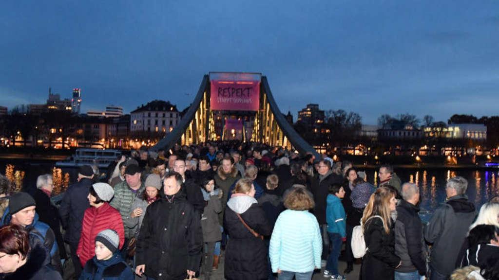 Frankfurter Weihnachtsmarkt.Tausende Besuchen Am Samstag Den Frankfurter Weihnachtsmarkt Frankfurt