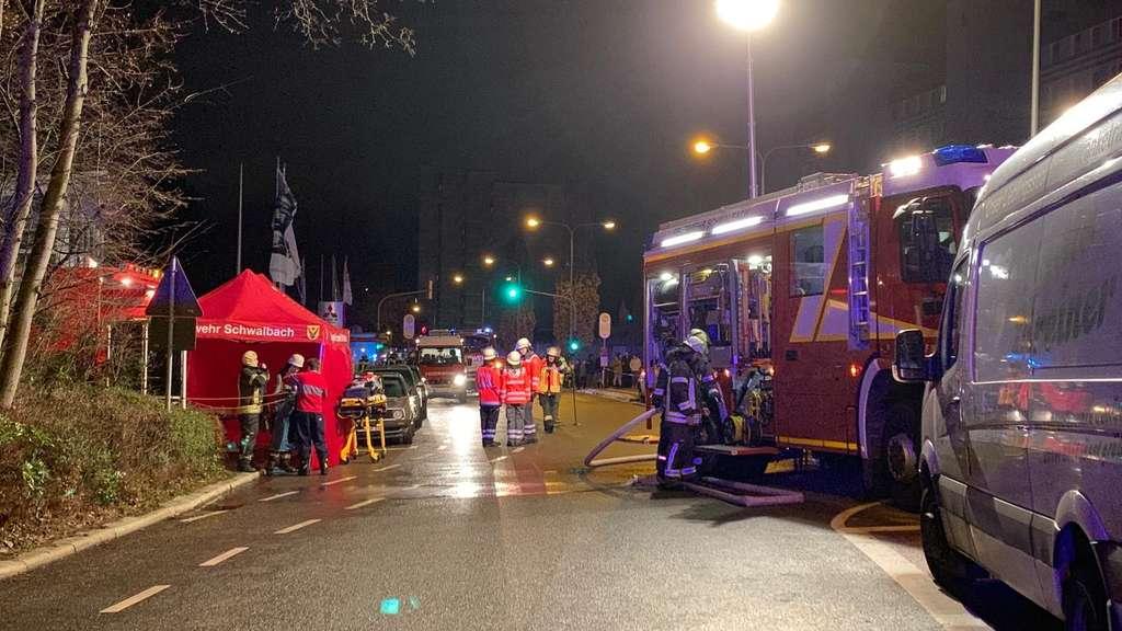 Schwalbach 300 Feuerwehrleute Bei Großeinsatz Wegen Kellerbrand