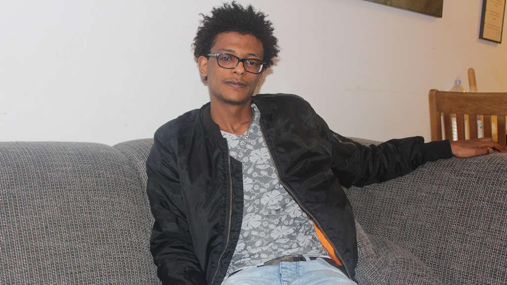 Awet Berhane (19) currently lives in a youth welfare facility. He has to get out there by the time he reaches his 21st birthday. The search for a flat of your own is difficult.