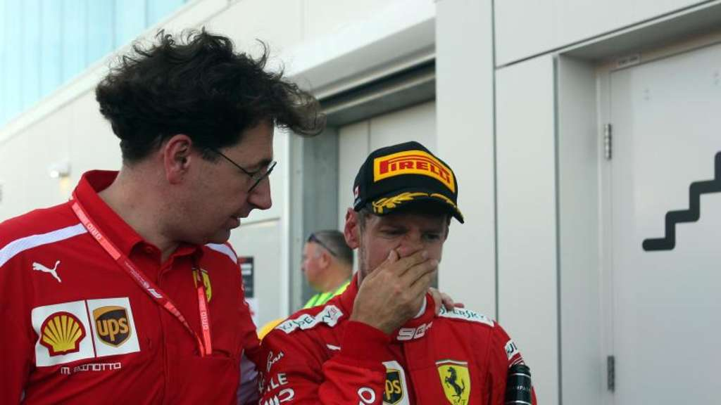 Ferrari-Teamchef Mattia Binotto (l) erwartet kein Motivationsloch bei Sebastian Vettel (r). Foto: Photo4/Lapresse/Lapresse via ZUMA Press