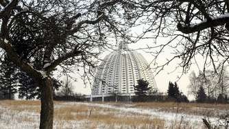 Streit um Windkraft am Bahá'í-Tempel in Langenhain