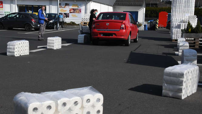 """Toilettenpapier-Drive-in"": Kreative Aktion in Dornburg"