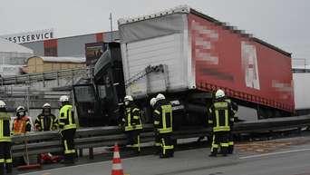 A3 Bei Limburg Lkw Unfall Auf Der Autobahn Kilometerlanger Stau In Beide Richtungen Limburg