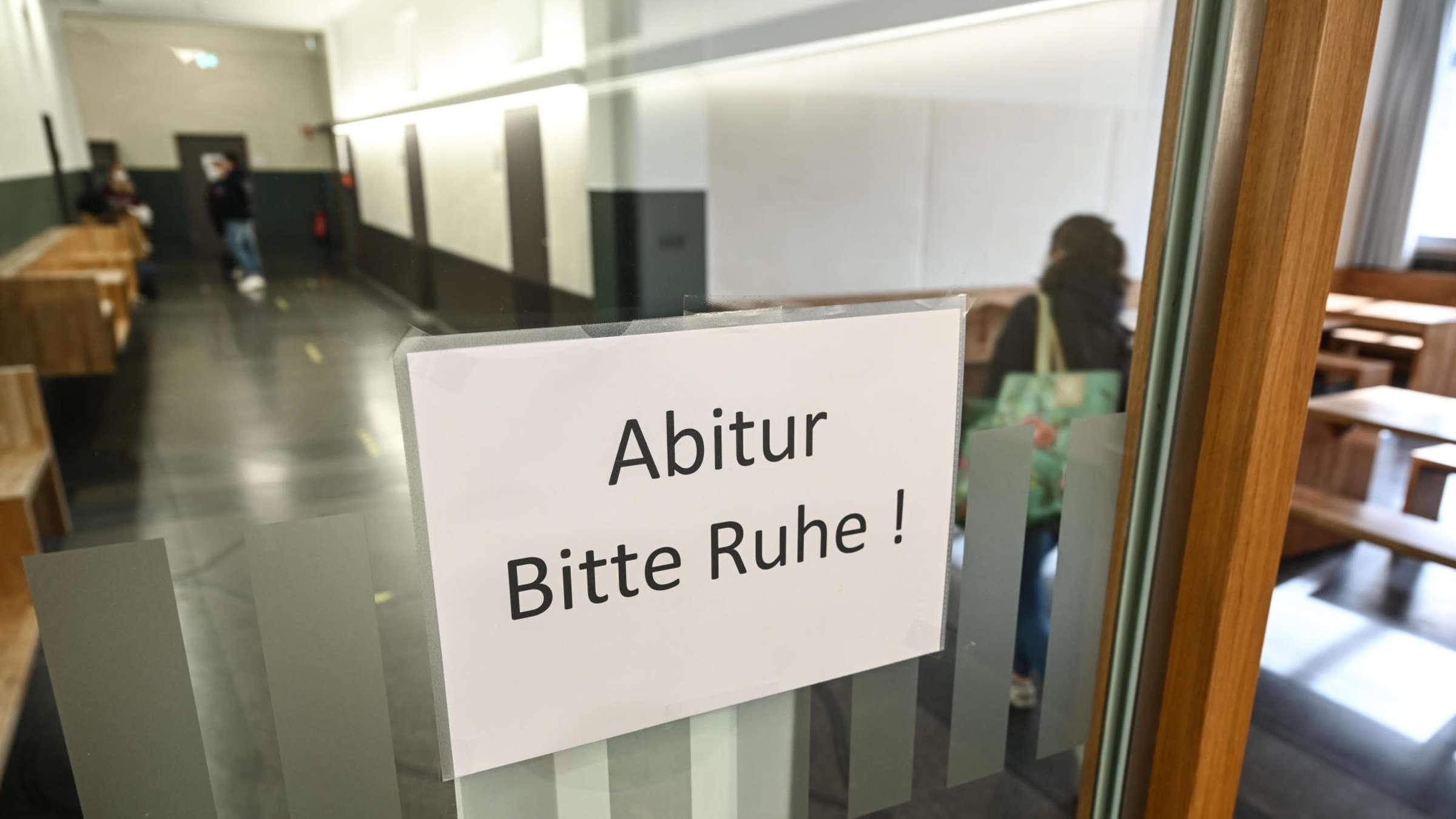 Es gibt 21 Abiturienten weniger als im Vorjahr   Frankfurt